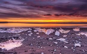 Картинка лед, зима, песок, небо, облака, закат, горы, тучи, берег, лёд, вечер, горизонт, льдины, Исландия, водоем