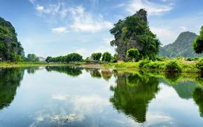 Картинка зелень, небо, вода, облака, деревья, горы, отражение, река, скалы, Вьетнам, Ngo Dong River