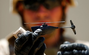 Обои drone, Black Hornet Nano, military drones, helmet, soldier, man