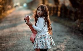 Картинка дорога, взгляд, гитара, девочка, локоны, marhraoui