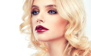 Картинка взгляд, девушка, ресницы, модель, рука, макияж, помада, прическа, блондинка, голубые глаза, фотосессия, София Журавец