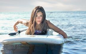 Обои море, девушка, лицо, серфинг, доска, красотка