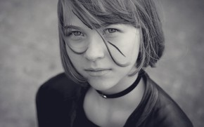Картинка портрет, girl with a broken black line in the face, Dirk Ballerstaedt