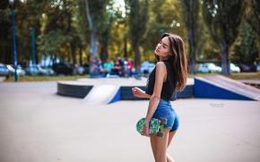 Обои скейтборд, скейт, Evgenia, шорты, площадка, макияж, боке, прическа, майка, деревья, шатенка, Grigoriy Lifin, симпатичная, отдых, ...