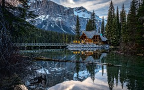 Обои Yoho National Park, лес, Канада, озеро, домик, Emerald Lake, Canada, Canadian Rocky Mountains, Озеро Эмералд, ...