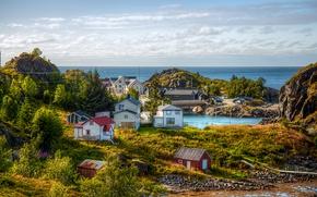 Картинка море, зелень, небо, облака, деревья, камни, побережье, горизонт, Норвегия, домики, солнечно, Troms Fylke, Hamn