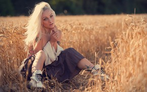 Картинка поле, взгляд, поза, юбка, ботинки, блондинка, колосья, Jack Russell, Nikki Pixie