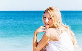 Картинка море, взгляд, солнце, улыбка, прическа, блондинка, в белом