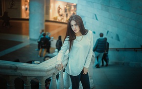 Картинка style, brunette, necklace, stairs