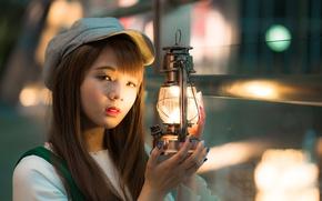 Картинка взгляд, девушка, свет, волосы, лампа, кепка, азиатка, боке