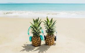 Картинка песок, море, пляж, лето, отдых, наушники, summer, ананас, happy, beach, каникулы, sea, headphones, sand, funny, …
