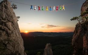 Обои закат, горы, люди, высота, канат, Тибет, молитва, религиозный символ, зеленый(вода), красный(огонь), белый(воздух ветер), желтый(земля)