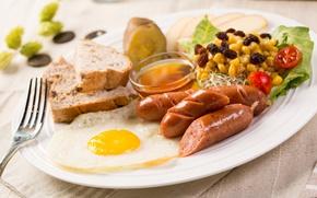 Картинка сосиски, хлеб, яичница, салат