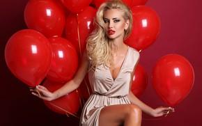 Картинка секси, поза, фон, шары, макияж, платье, прическа, блондинка, красные, воздушные, ножки, красотка, сидит