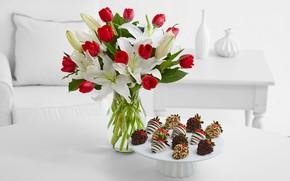 Обои интерьер, стол, лепестки, лилии, букет, пирожное, тюльпаны
