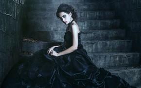 Картинка girl, black, dress, stone, model, mood, look, stairs, neck, gotic