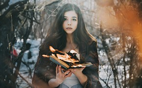 Обои лес, взгляд, девушка, настроение, огонь, ситуация, книга, Антон Харисов, Катюша Пронина