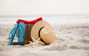 Картинка песок, море, пляж, лето, природа, шляпа, ракушки, морская звезда, сланцы