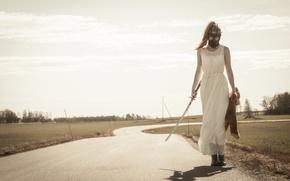 Обои противогаз, катана, меч, девушка, платье, дорога, ситуация, игрушка, медведь, плюшевый мишка