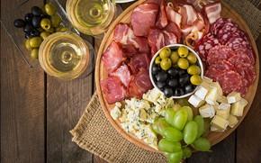 Картинка вино, сыр, виноград, доска, оливки, колбаса, бекон