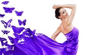 Обои бабочки, поза, модель, макияж, платье, брюнетка, прическа, белый фон, красотка, фиолетовое