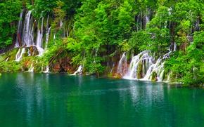 Обои зелень, деревья, озеро, скалы, водопады, Хорватия, Plitvice Lakes