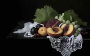 Картинка ожерелье, виноград, фрукты, натюрморт, абрикос, сливы, персик