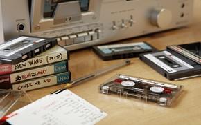Обои кассеты, стол, магнитола