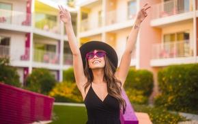 Картинка лето, девушка, улыбка, отдых, шляпа, очки