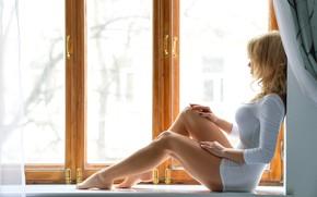Картинка girl, Model, long hair, dress, legs, breast, photo, barefoot, window, lips, face, blonde, body, chest, …