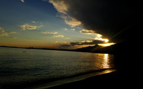 Картинка песок, вода, закат, горы, тучи, озеро