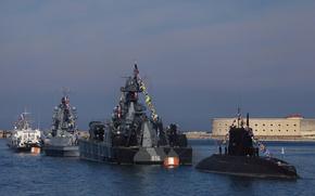 Картинка корабли, субмарина, парад, флаги, ВМФ, военные, Севастополь, расцвечивания