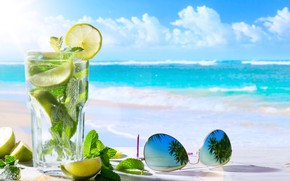 Обои пальмы, стекло, отражение, мохито, листья, море, очки, солнце, стакан, горизонт, облака, лимон, напиток, пляж, боке, ...