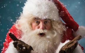 Картинка снежинки, фон, праздник, шапка, новый год, рождество, перчатки, шуба, борода, Дед Мороз, красная, жест, Санта-Клаус