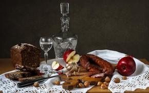 Картинка яблоко, хлеб, орехи, водка, колбаса