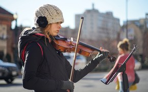 Картинка девушка, лицо, музыка, улица, скрипка