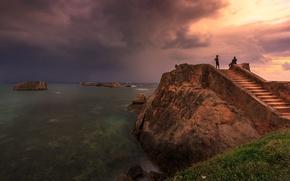Картинка море, тучи, скалы, смотровая площадка