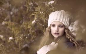 Картинка взгляд, девочка, шапочка, варежки, боке
