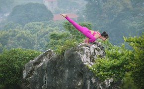Картинка девушка, природа, поза, фон, гимнастика, йога, гармония