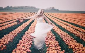 Картинка девушка, природа, тюльпаны