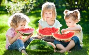 Обои девочки, beautiful, трава, друзья, радость, лето, summer, Little girls, watermelons, sun, дети, отдых, арбуз, children, ...