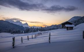 Обои зима, снег, горы, природа, дом, забор, утро