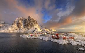 Картинка зима, облака, свет, снег, скалы, чайка, Норвегия, поселение