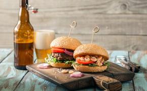 Картинка стакан, стол, бутылка, пиво, доска, боке, гамбургеры, бутерброды, сендвичи