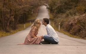 Обои love, road, kiss, couple, girlfriend, boyfriend