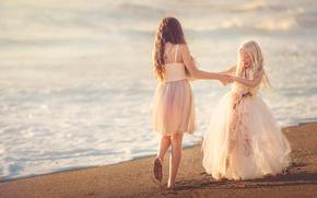Обои песок, танец, берег, Beach Happy, две девочки, платья