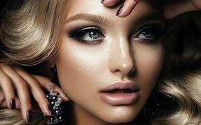 Картинка взгляд, девушка, лицо, ресницы, модель, волосы, руки, макияж, блондинка, голубые глаза, сережки, маникюр, Korabkova