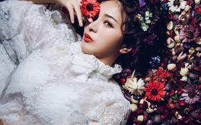 Картинка взгляд, цветы, стиль, настроение, модель, блузка, азиатка