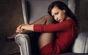 Картинка кресло, платье, ножки, кареглазая, Лена