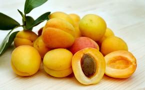 Картинка абрикос, листики, дольки, костачка